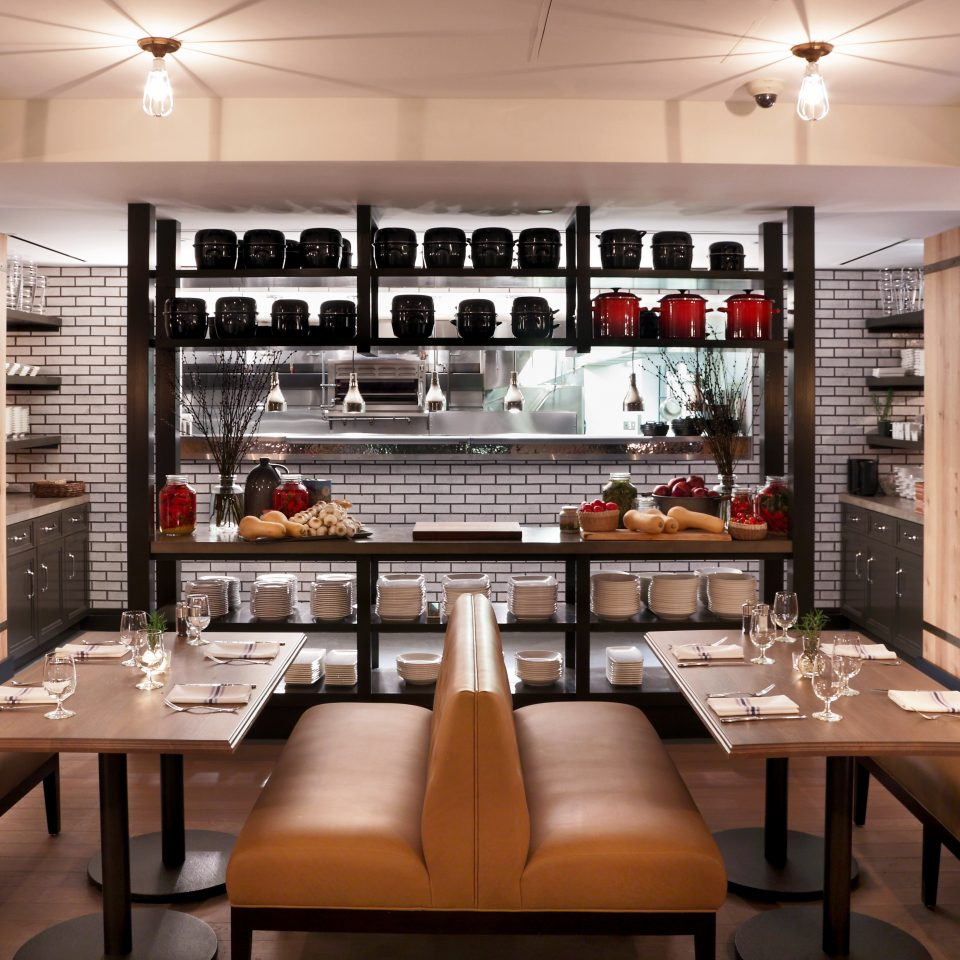 Bar Dining Drink Eat Elegant Historic Lounge Modern Kitchen restaurant Island dining table