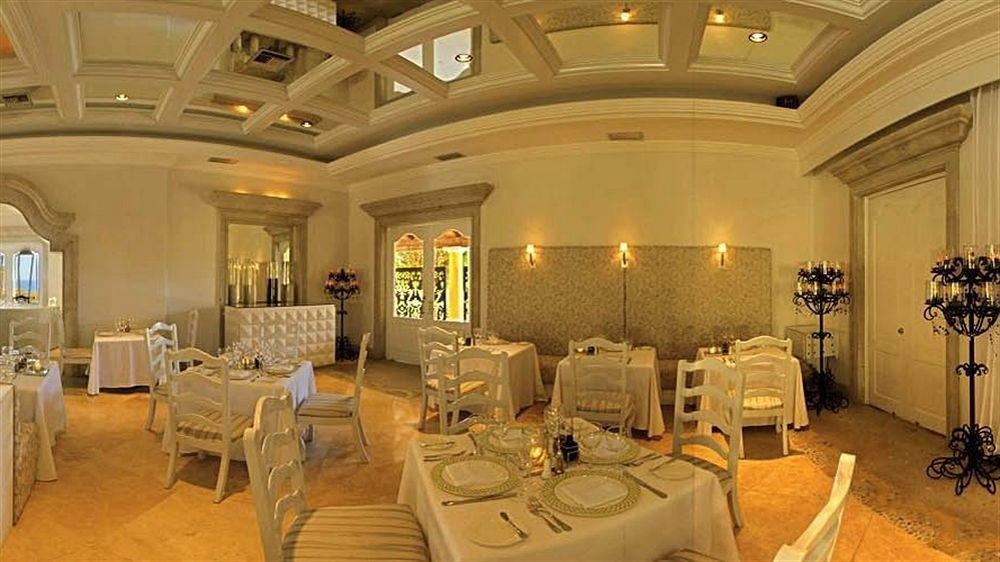Bar Dining Drink Eat Luxury Romantic property Lobby function hall mansion palace living room restaurant ballroom Suite