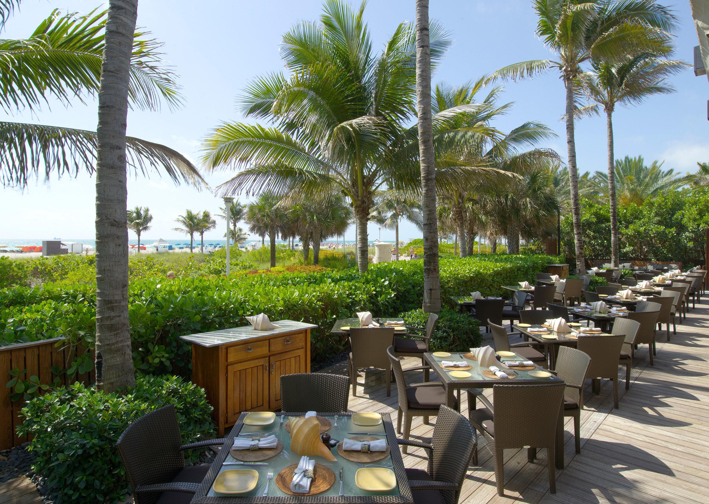 Bar Dining Drink Eat Elegant tree sky chair property Resort arecales palm family restaurant palm Villa condominium caribbean plant lined