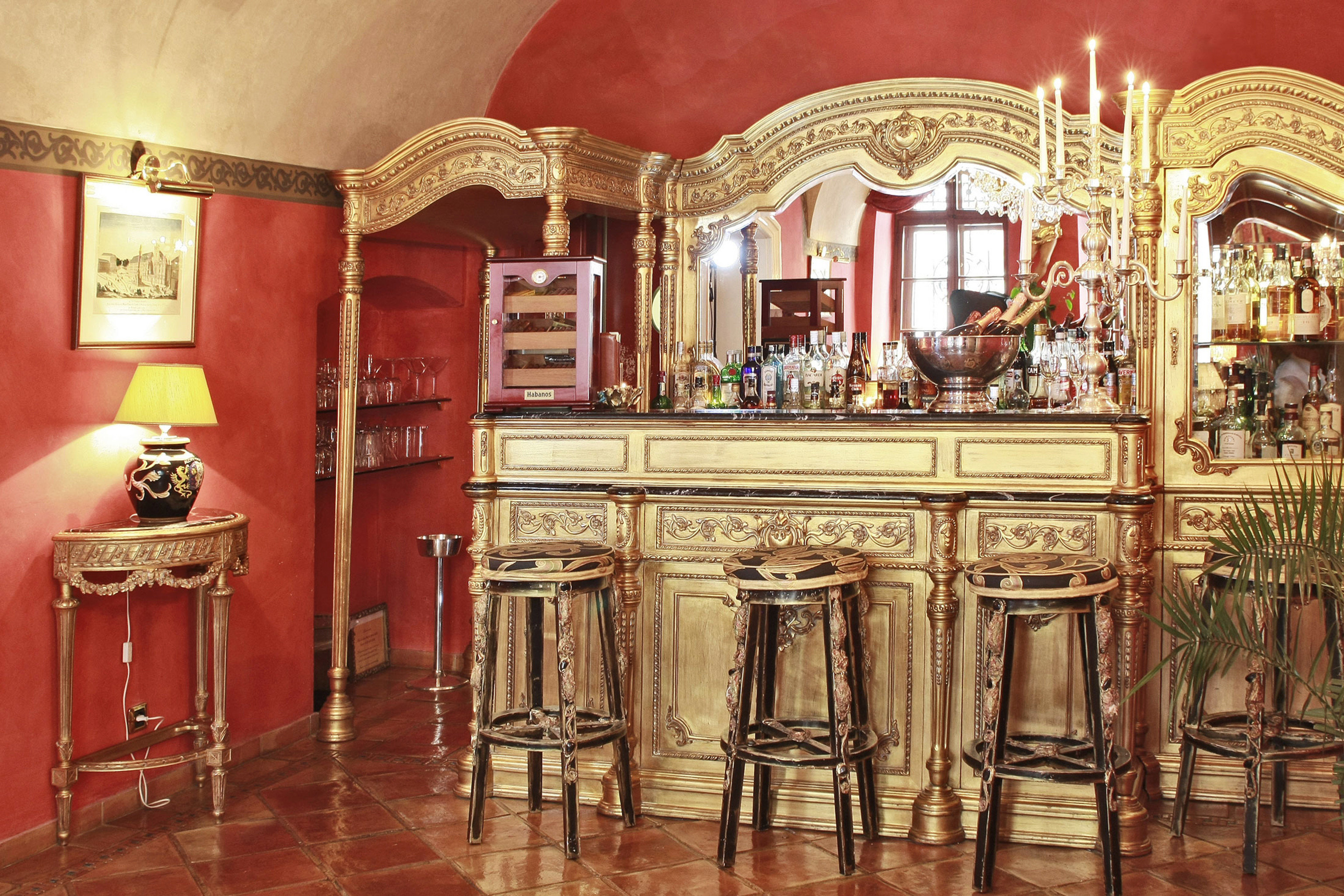 Bar Dining Drink Eat Elegant Historic Luxury ancient history palace wooden synagogue tourist attraction old altar