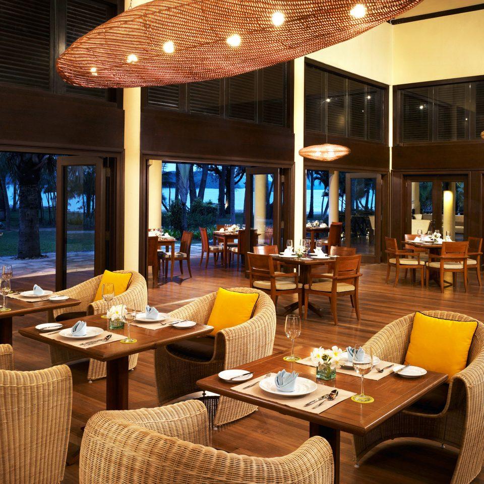 Dining Drink Eat Resort chair restaurant Bar yacht Lobby function hall