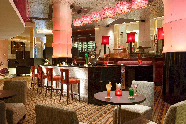 Bar Dining Drink Eat Resort restaurant café Lobby function hall coffeehouse
