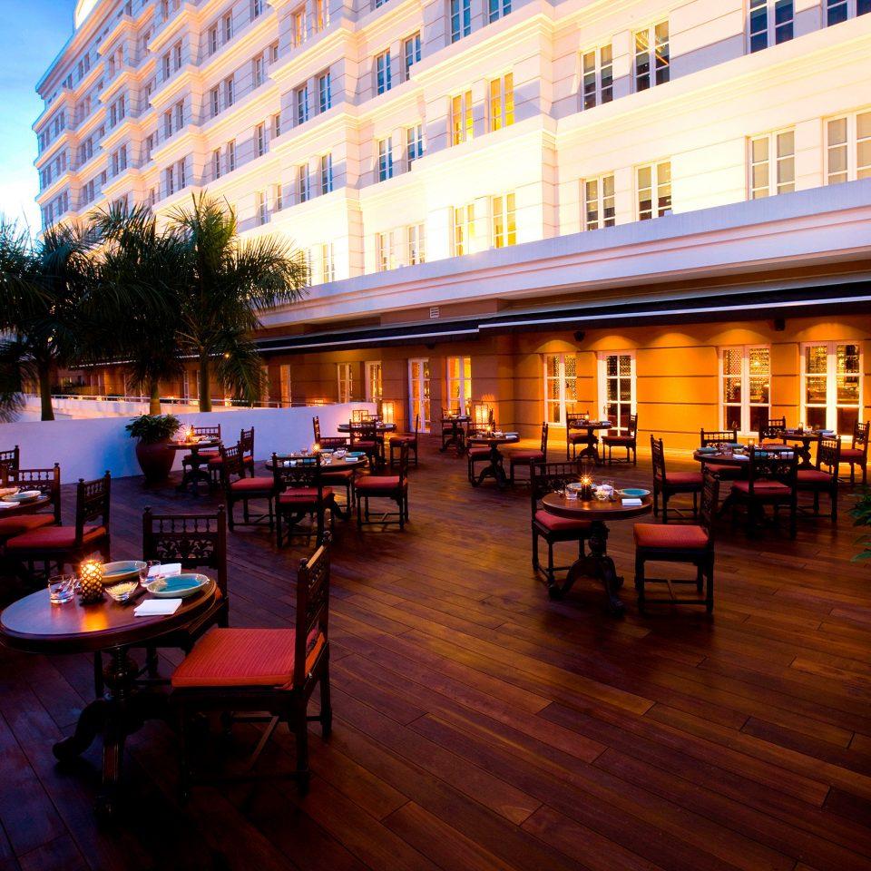 Bar Dining Drink Eat Elegant Food + Drink Lounge Modern Terrace building restaurant Resort evening