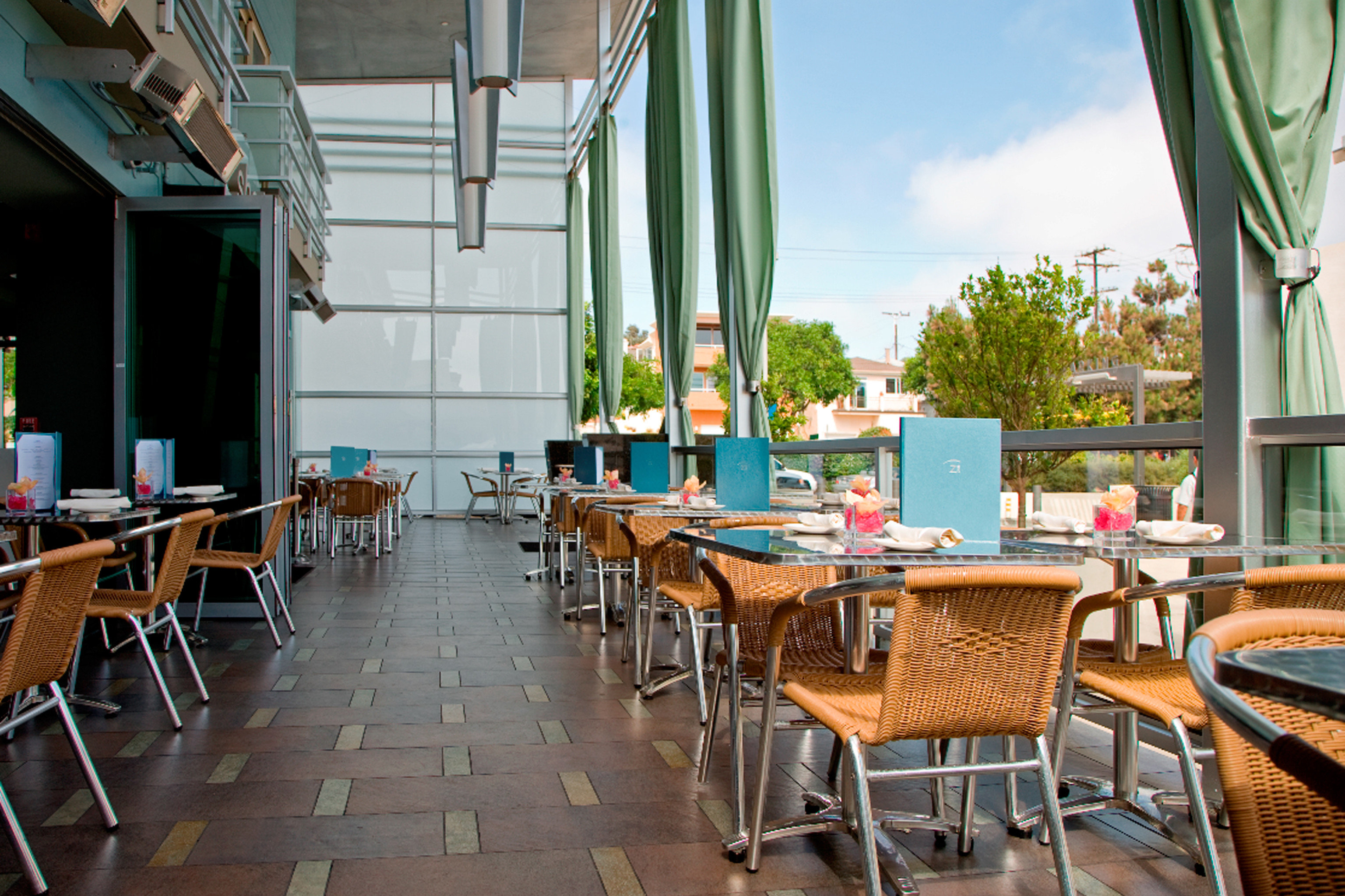 Bar Dining Drink Eat Modern chair property restaurant Resort