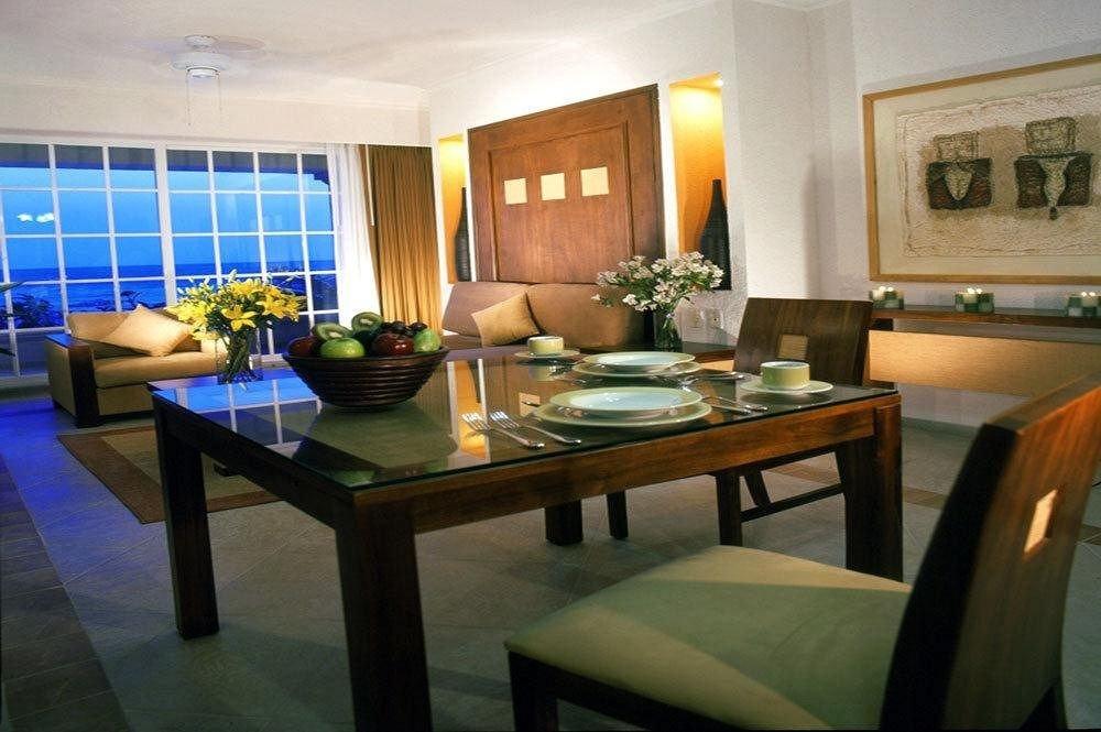 Bar Dining Drink Eat Hip Luxury property condominium Suite Villa Resort