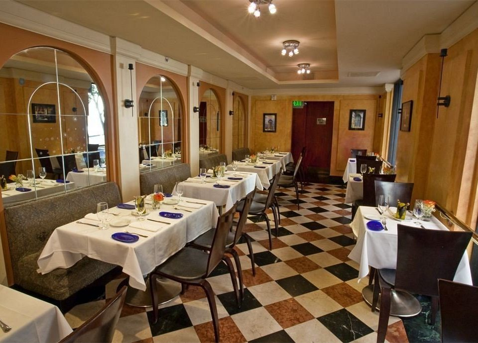 Bar Dining Drink Eat Elegant property restaurant function hall Resort Suite Island