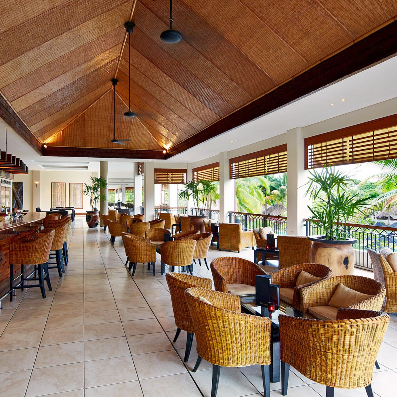 Bar Dining Drink Eat Family Resort chair property Lobby restaurant home condominium