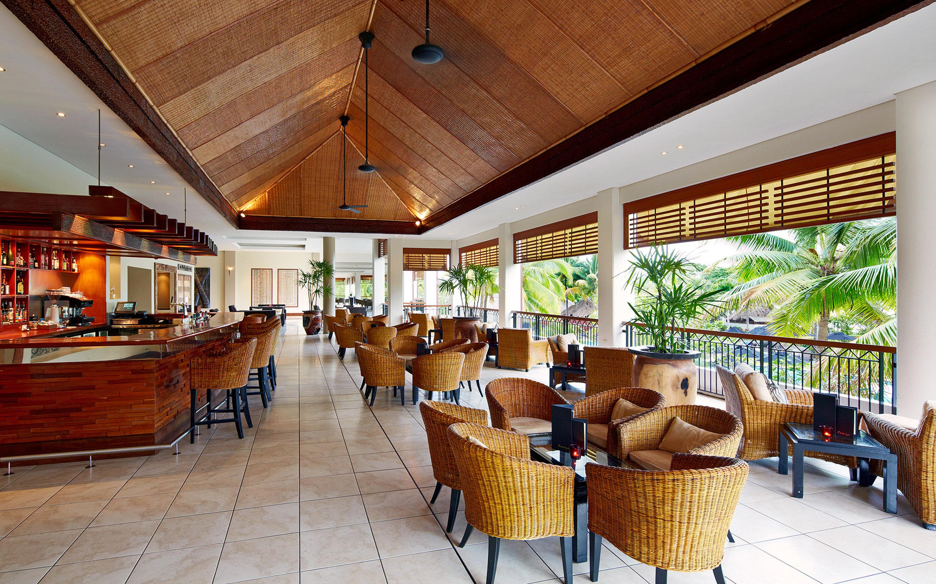 Bar Dining Drink Eat Family Resort chair property Lobby restaurant home condominium