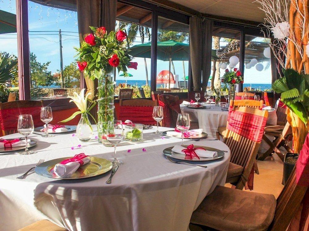 Bar Dining Drink Eat Luxury Modern Tropical restaurant brunch Resort plant dining table