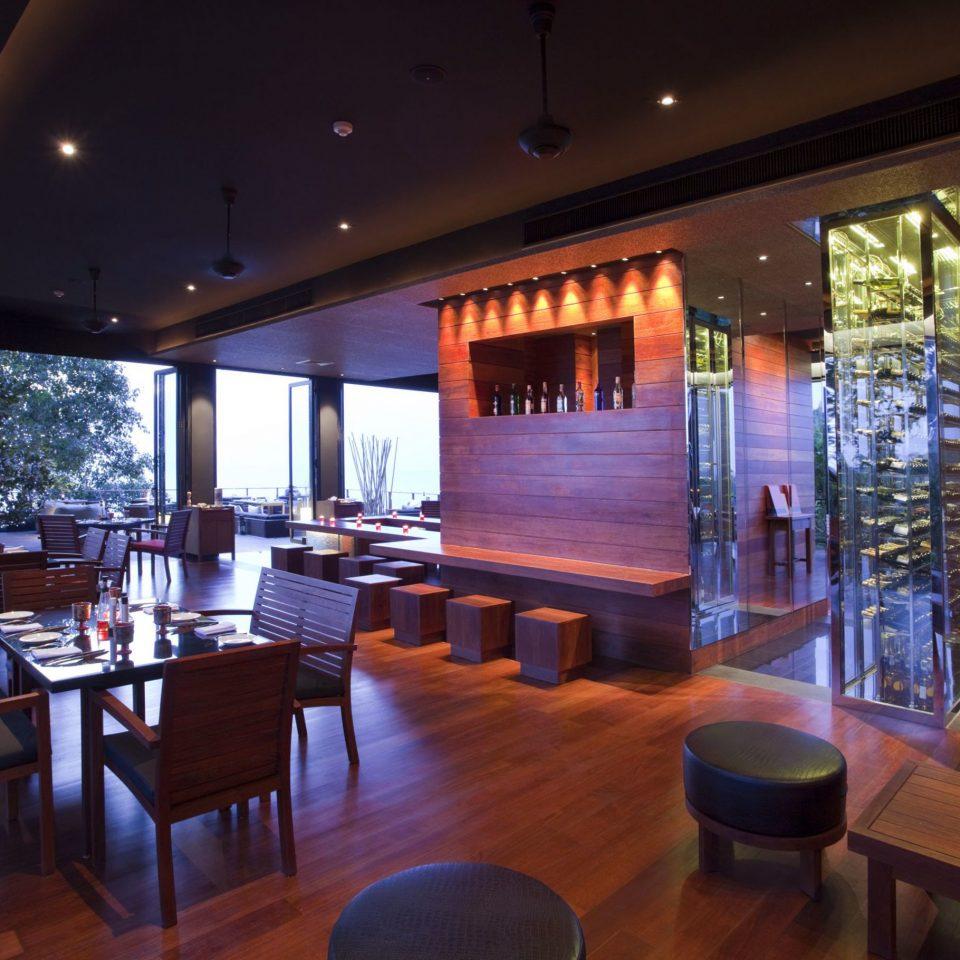 Bar Dining Drink Eat Patio chair Resort restaurant Lobby dining table