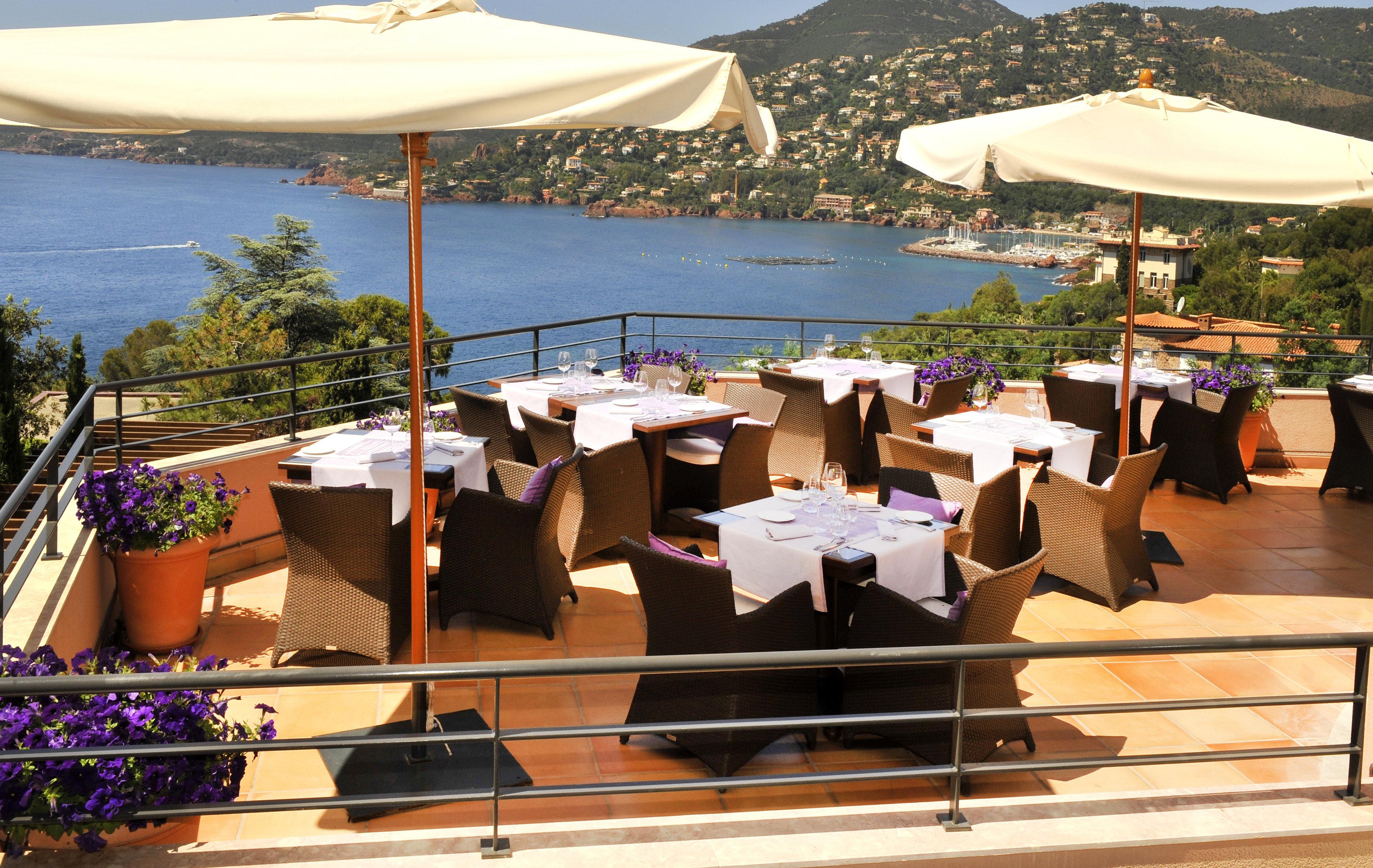 Bar Dining Drink Eat Luxury Romantic Scenic views Waterfront umbrella chair Resort restaurant set