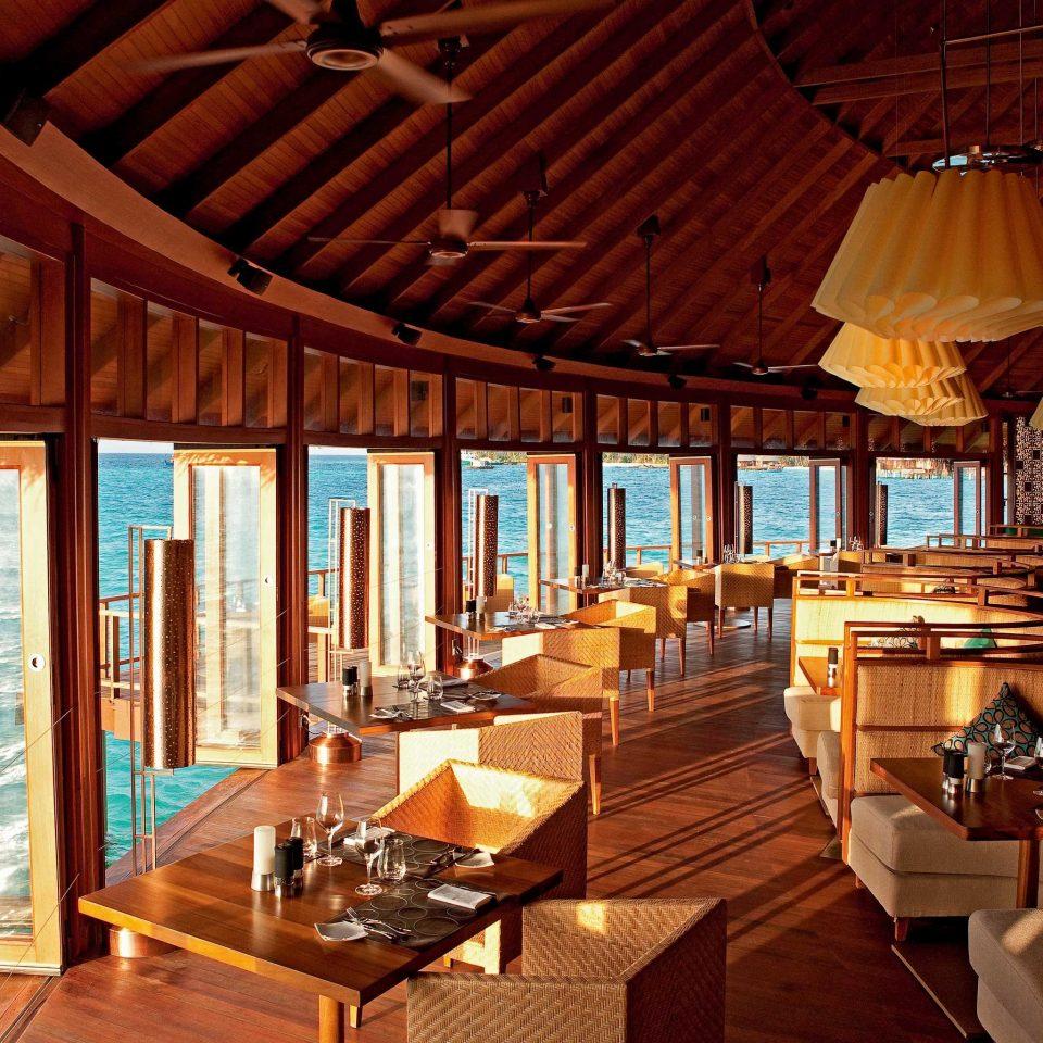 Bar Dining Drink Eat Elegant Scenic views property Resort restaurant cottage Villa
