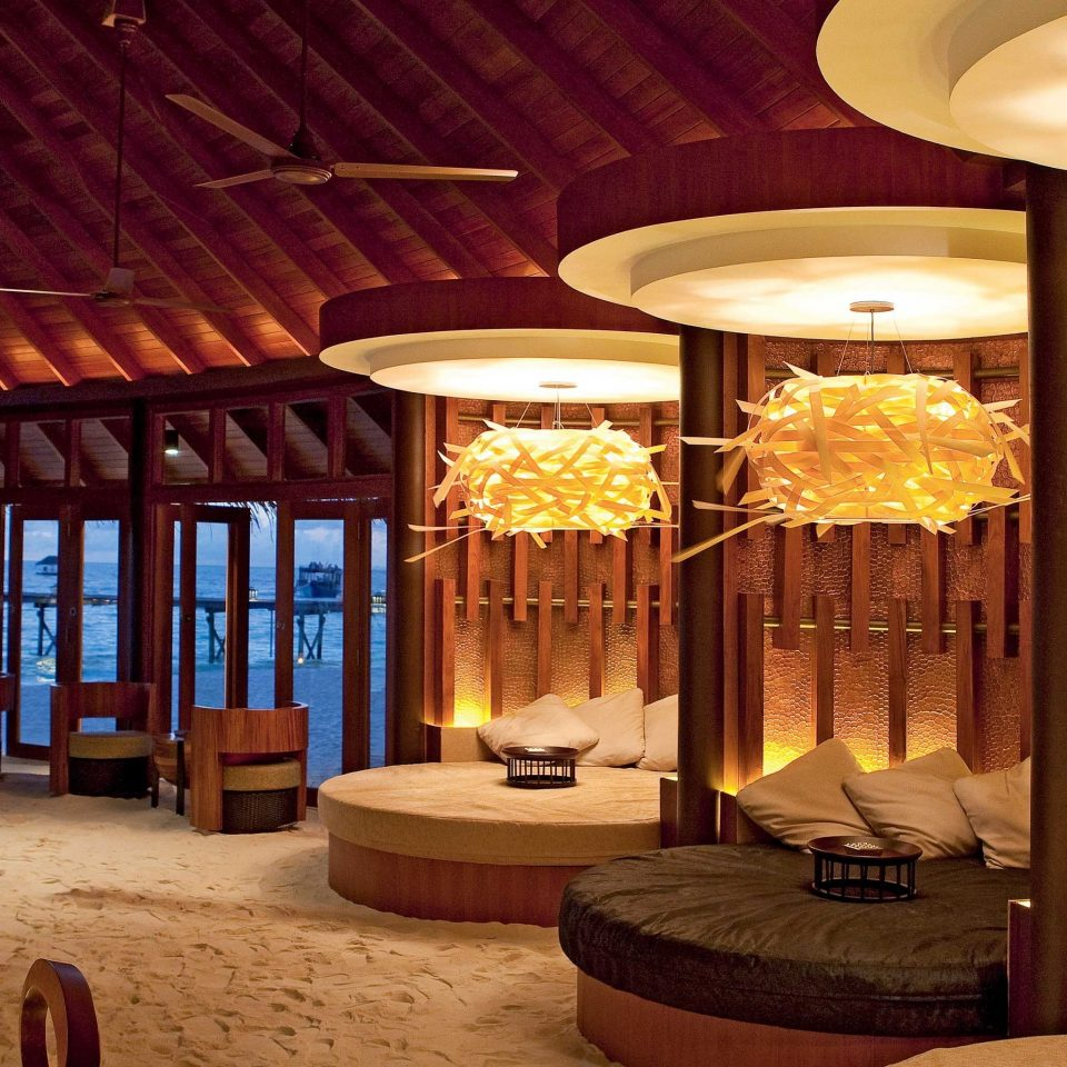 Bar Dining Drink Eat Elegant Scenic views chair Resort Lobby lighting restaurant function hall