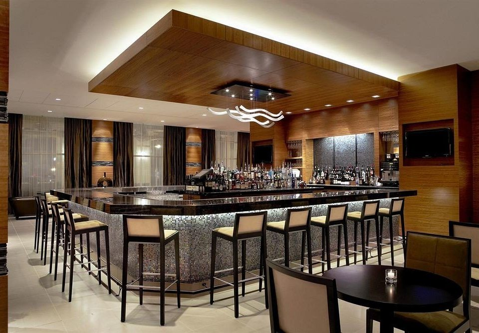 Bar Dining Drink Eat Luxury chair Kitchen property restaurant wooden function hall Island dining table