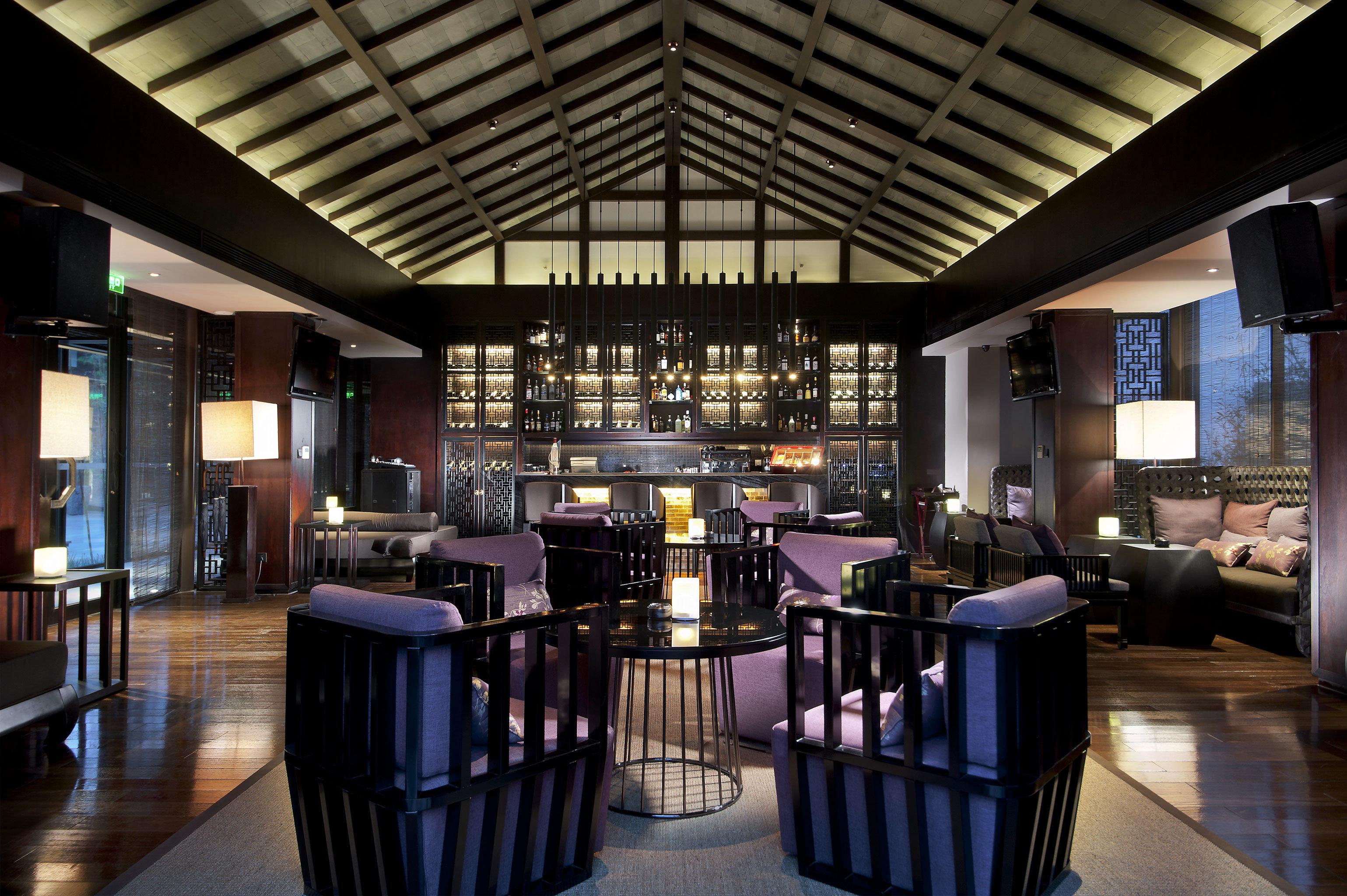Bar Dining Drink Eat Nightlife Resort chair Lobby restaurant lighting function hall convention center