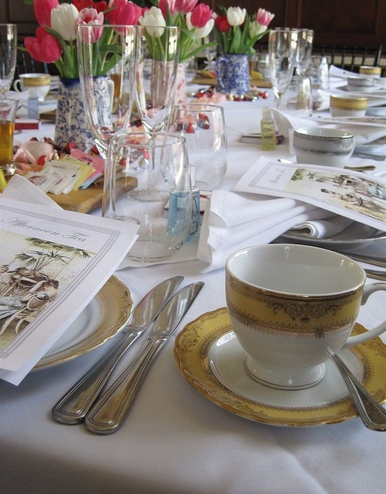 Bar Dining Drink Eat Elegant cup plate centrepiece brunch restaurant dining table banquet lunch dinner set