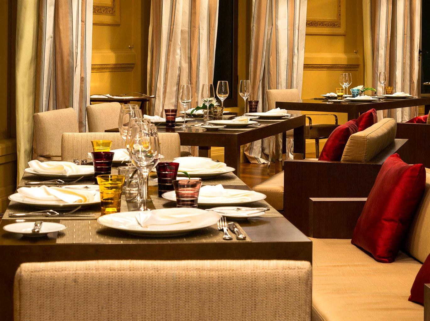 Dining Drink Eat Luxury Resort restaurant living room Bar set dining table