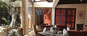 Bar Dining Drink Eat Hip Luxury property Resort restaurant cottage Villa home hacienda Suite living room