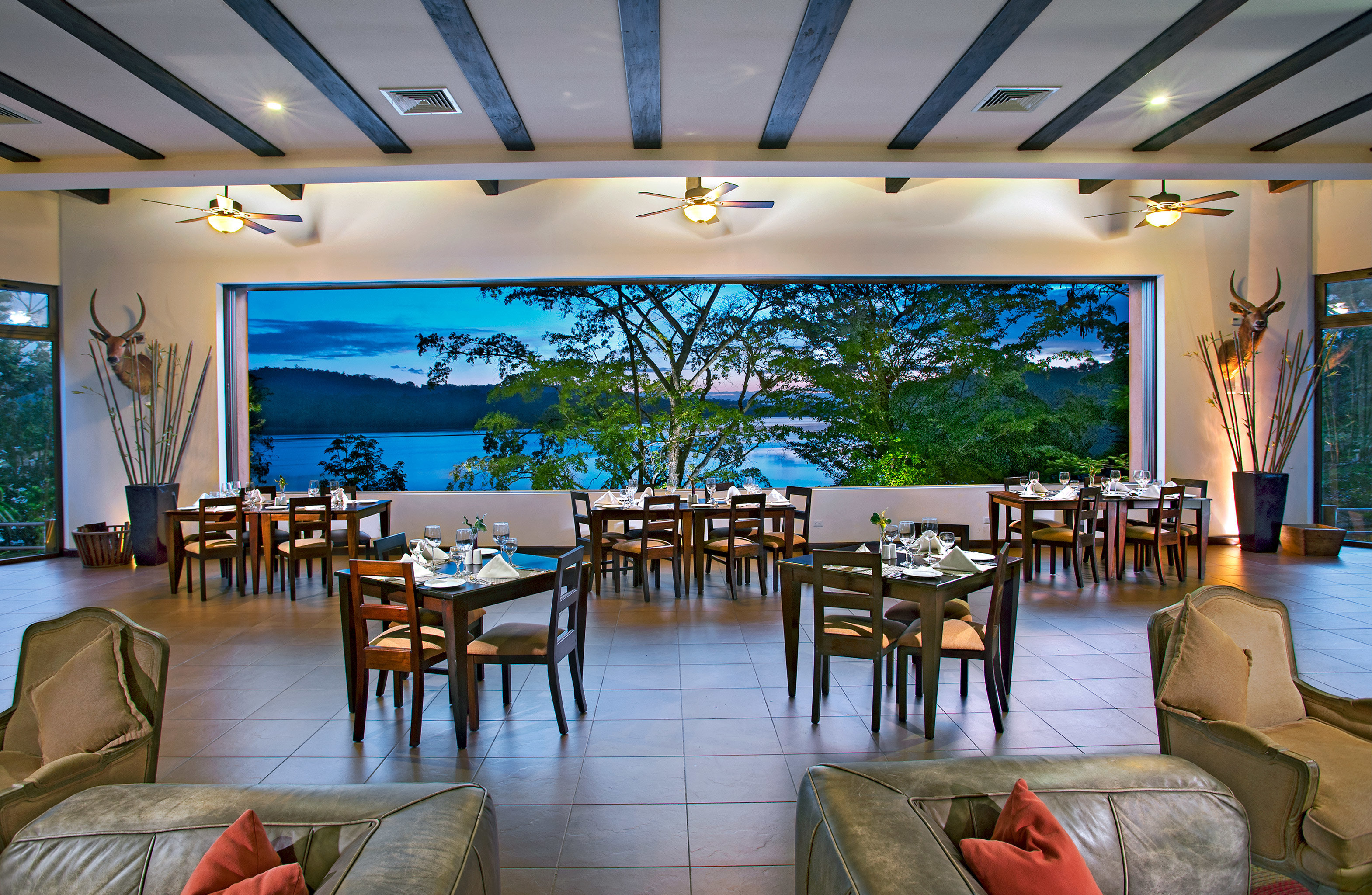 Bar Dining Drink Eat Ocean Patio Scenic views Waterfront chair property Resort restaurant function hall Villa convention center