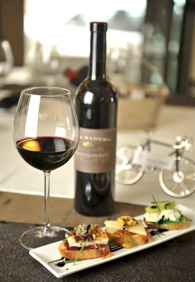 Bar Dining Drink Eat Wine-Tasting wine plate alcoholic beverage sense restaurant liqueur wine bottle