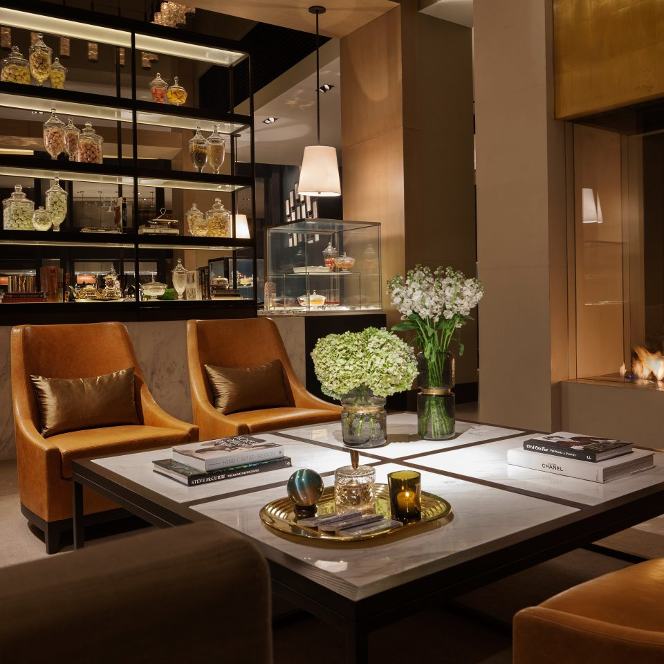 Bar Dining Drink Eat Hip Modern property living room home glass lighting Kitchen cabinetry condominium set