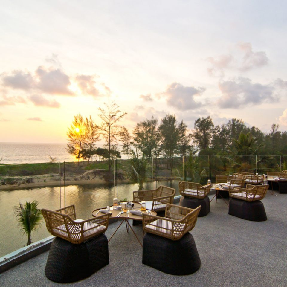 Bar Dining Drink Eat Elegant Sunset sky water morning evening overlooking tied