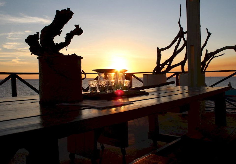 Bar Dining Drink Eat Ocean Scenic views sky Sunset evening Sun dusk light set