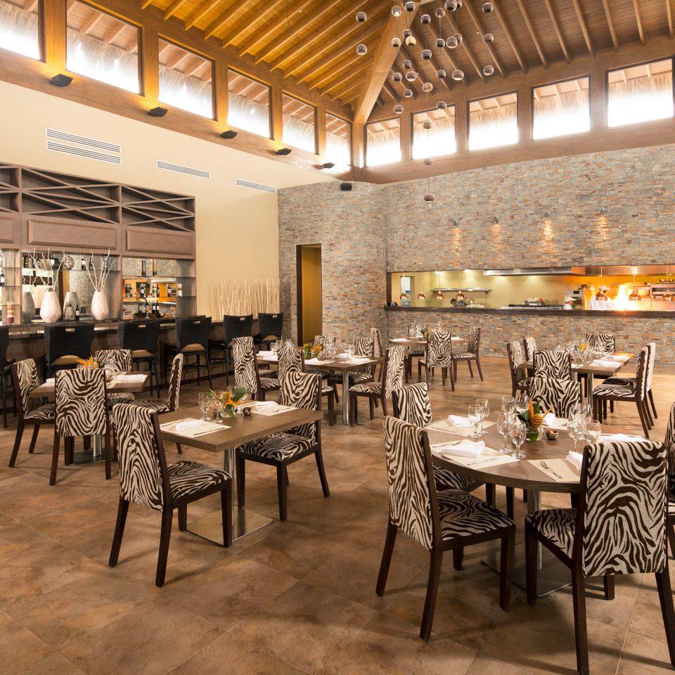 Bar Dining Drink Eat Resort property restaurant café function hall cafeteria