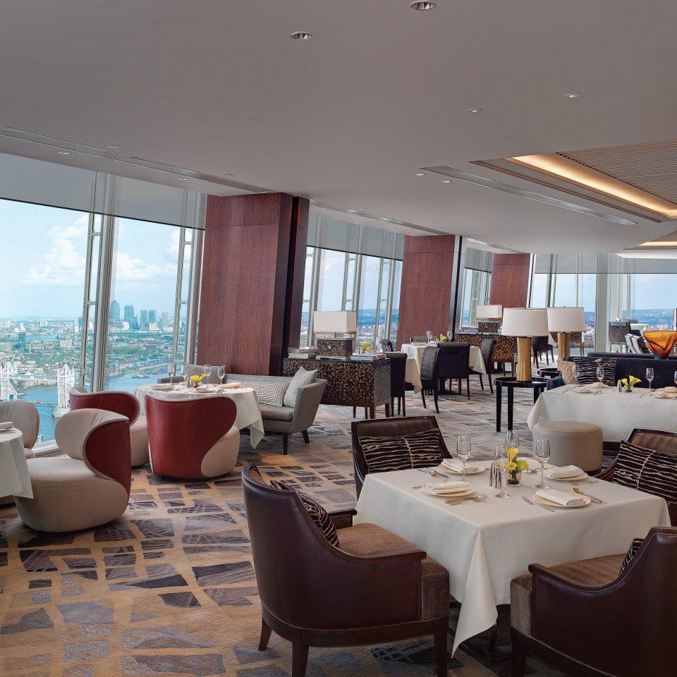 Bar Dining Drink Eat Hip Modern property restaurant Resort condominium living room Villa Suite