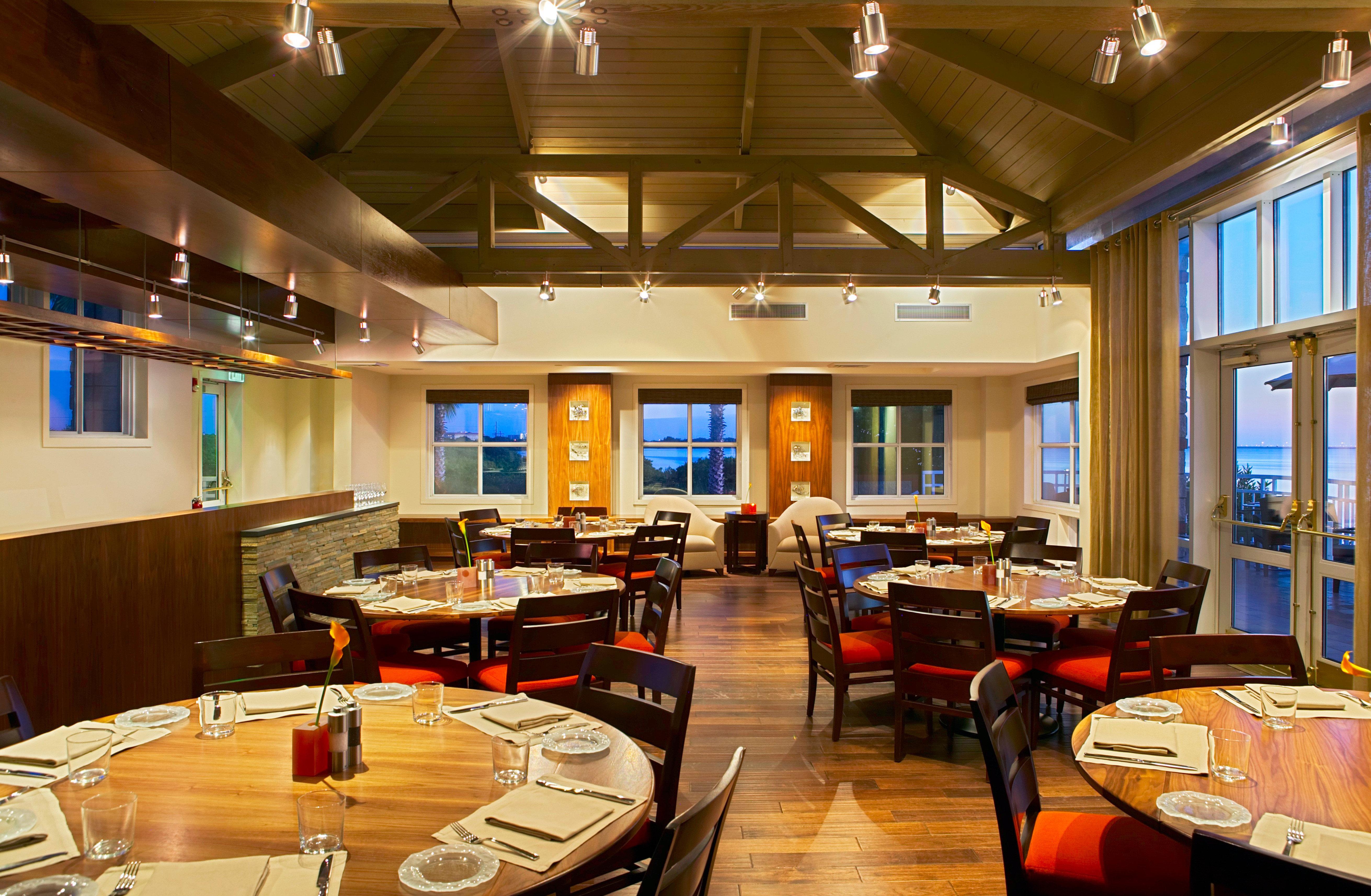 Bar Dining Drink Eat Elegant recreation room building billiard room conference hall restaurant library