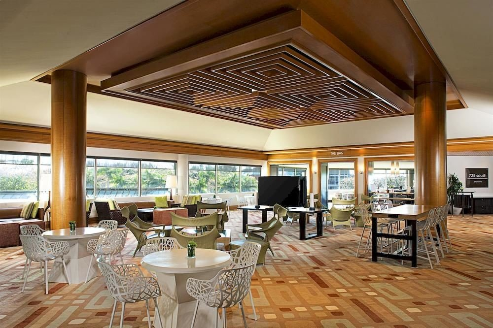 Bar Dining Drink Eat Modern property building chair Resort Villa home function hall restaurant mansion condominium Suite porch dining table