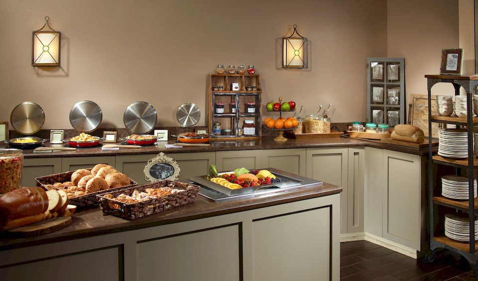 Bar Dining Drink Eat Kitchen property home cabinetry counter cuisine classique cottage countertop food