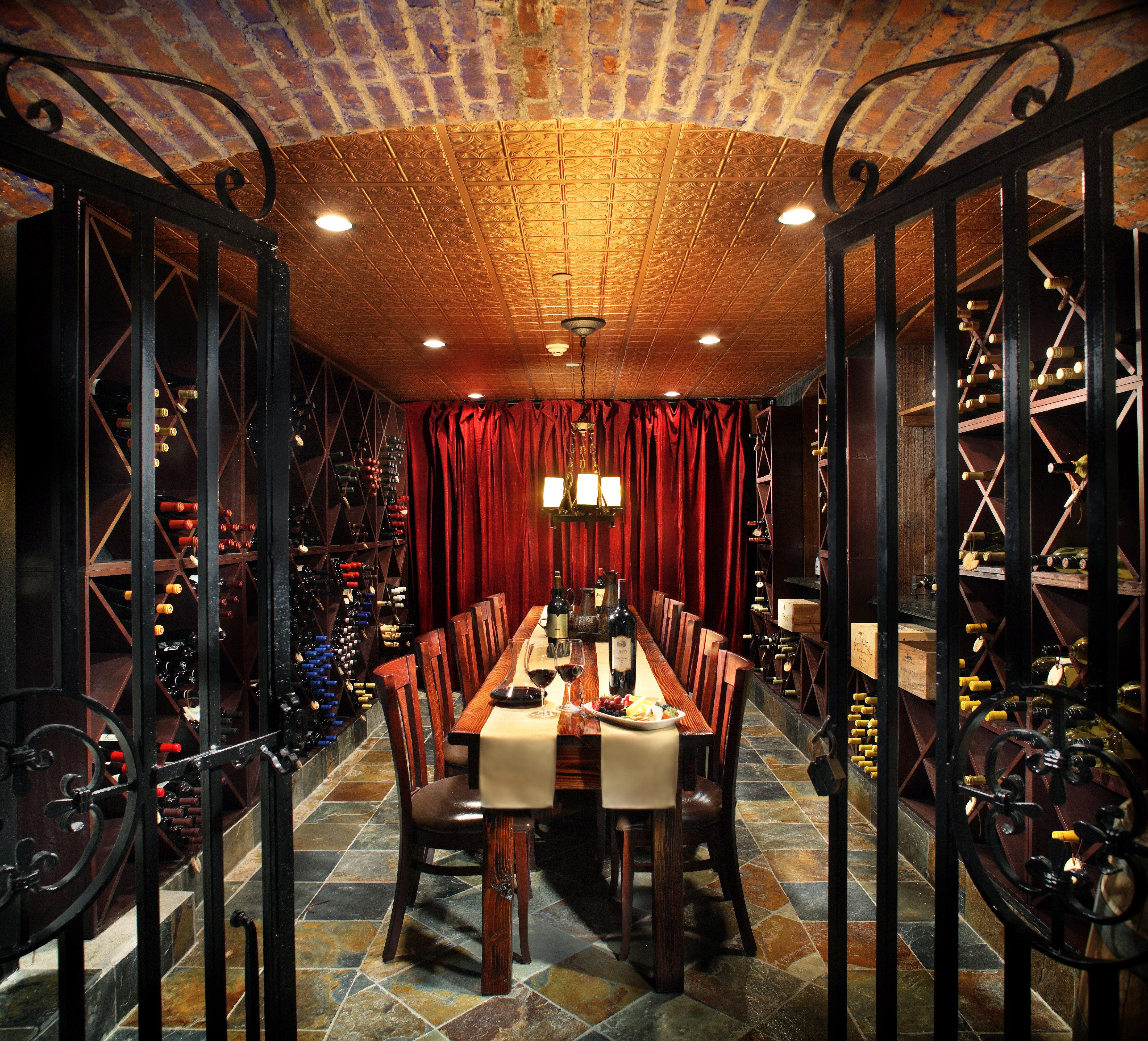 Dining Drink Eat Elegant Historic function hall restaurant Bar ballroom dining table