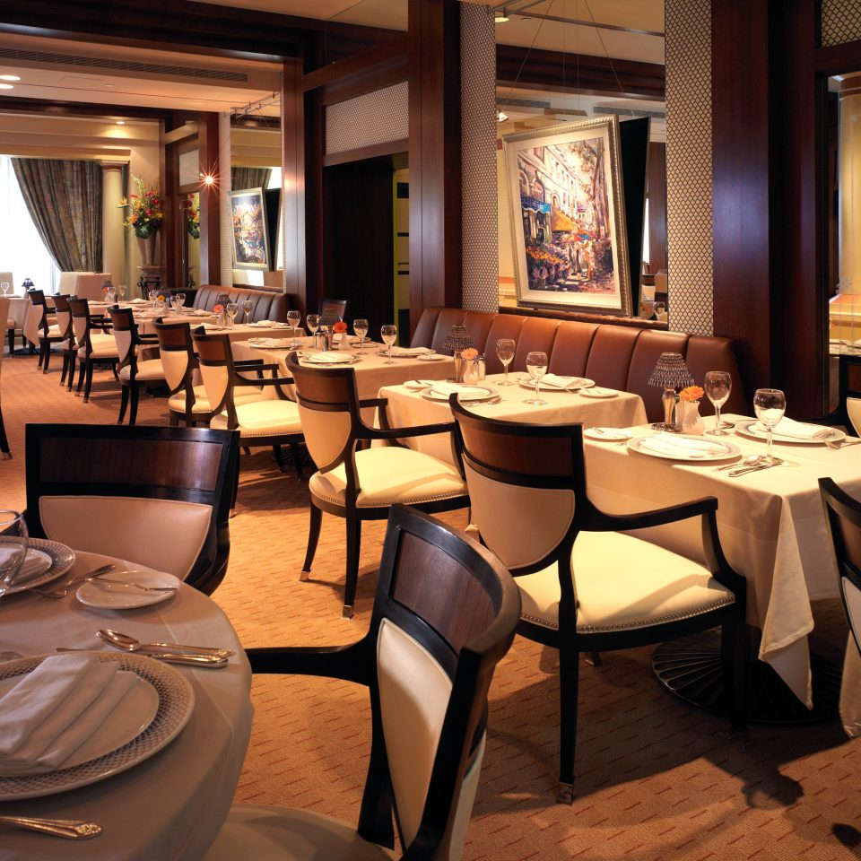 Dining Drink Eat Elegant Historic Modern chair restaurant function hall Suite café Resort Lobby Bar dining table