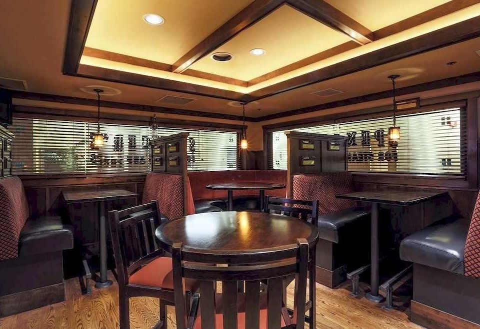 Bar Dining Drink Eat chair property recreation room billiard room home Suite Lobby living room basement