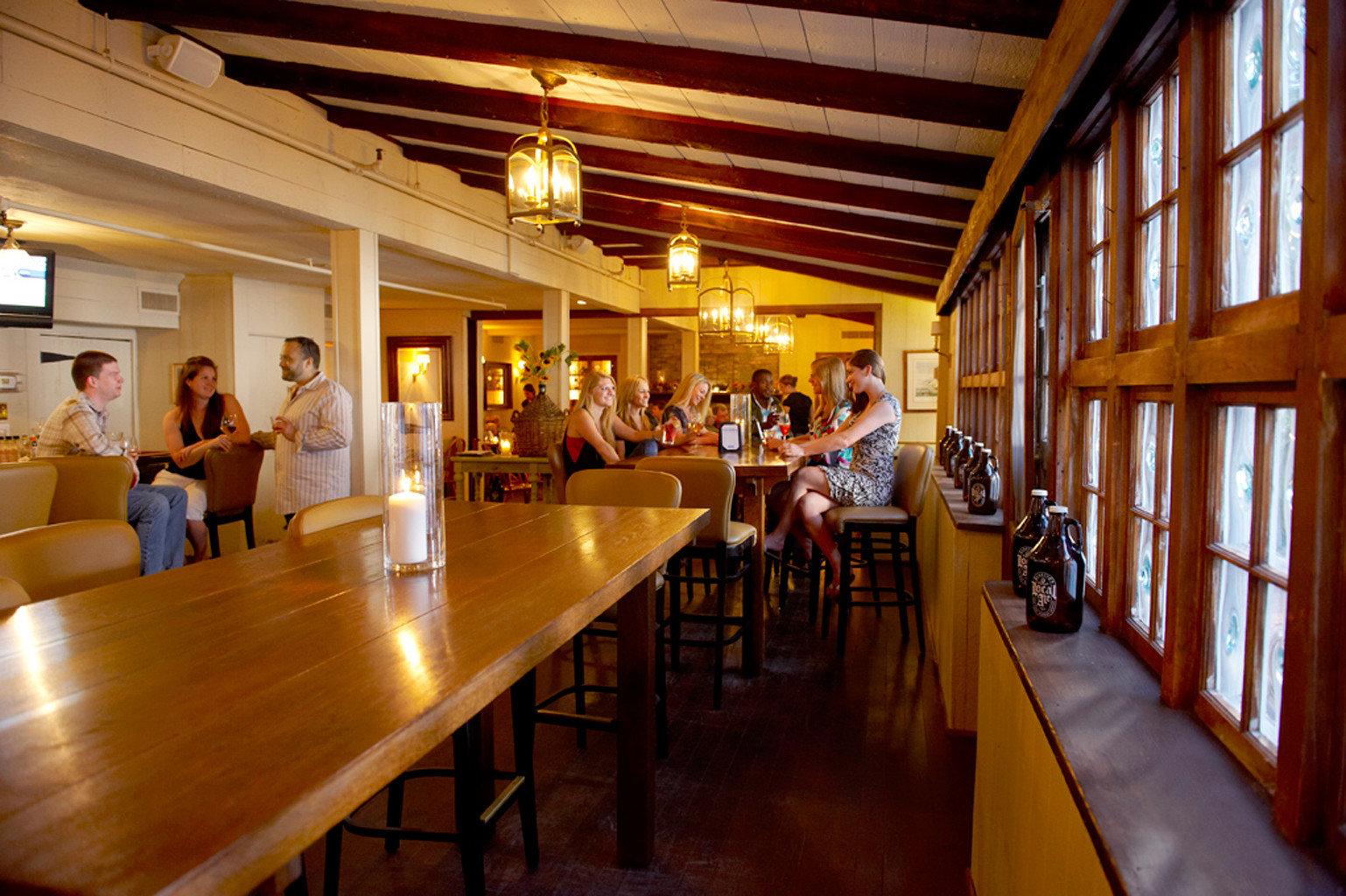 Bar Dining Drink Eat Inn restaurant library