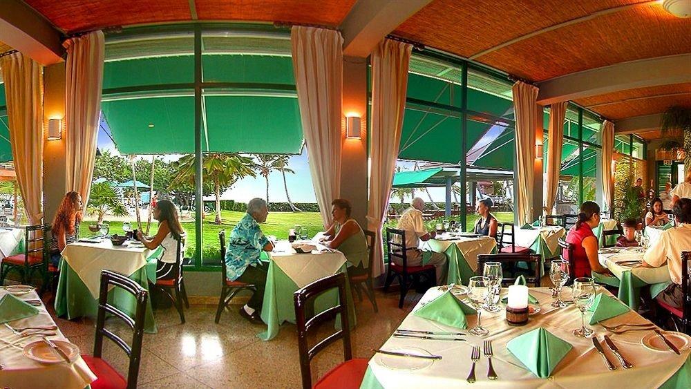 Dining Drink Eat Resort leisure restaurant green Bar dining table Family