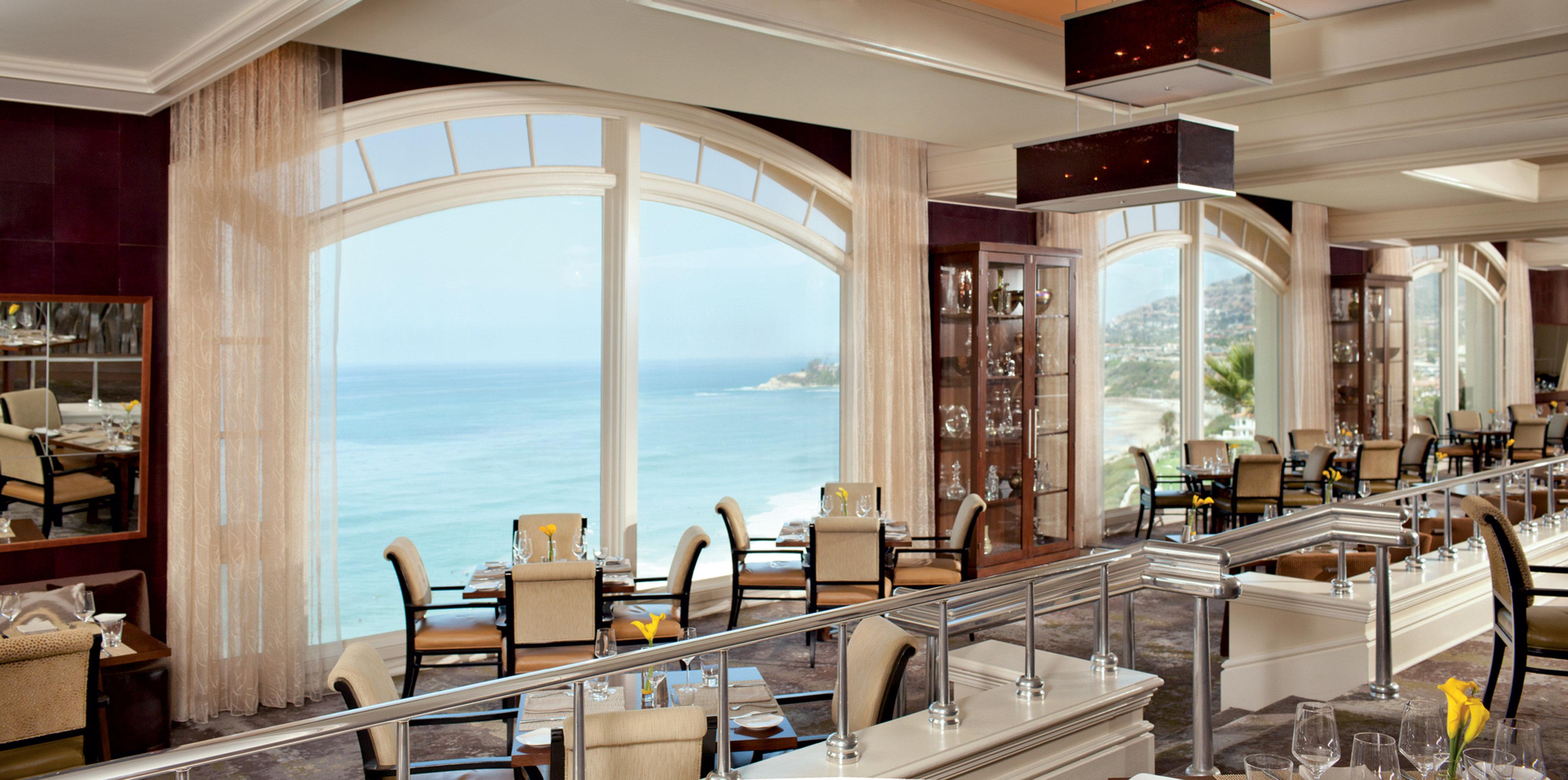 Bar Dining Drink Eat Elegant Modern Scenic views chair property restaurant home Resort mansion Villa overlooking condominium Island