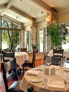 Bar Dining Drink Eat property restaurant home living room Lobby condominium Resort dining table