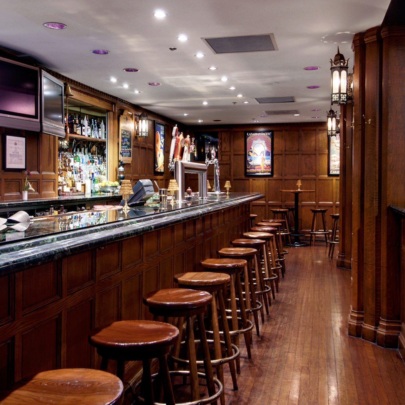 Bar Dining Drink Eat Resort Kitchen restaurant café coffeehouse stainless steel appliance Island