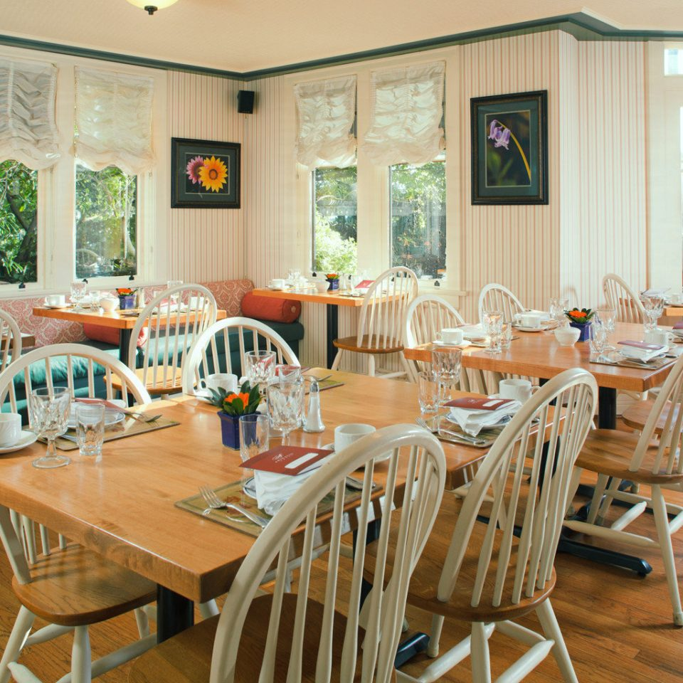 Bar Dining Drink Eat Scenic views chair property restaurant home wooden cottage function hall Resort dining table