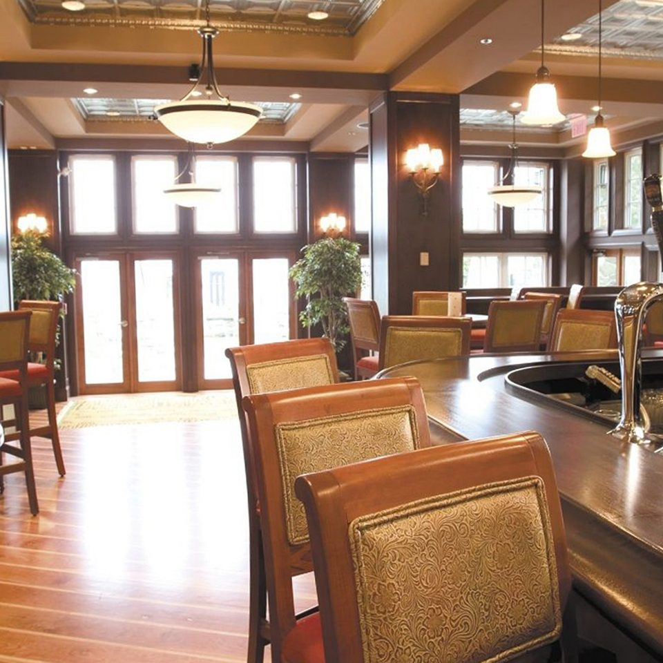 Bar Dining Drink Eat Resort chair property Lobby hardwood home restaurant living room recreation room condominium cabinetry leather dining table