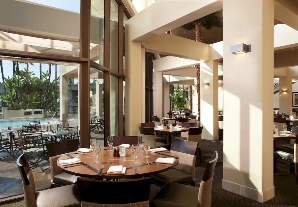 Bar Dining Drink Eat Elegant property condominium Resort restaurant home Villa living room Lobby Suite counter Island Modern dining table