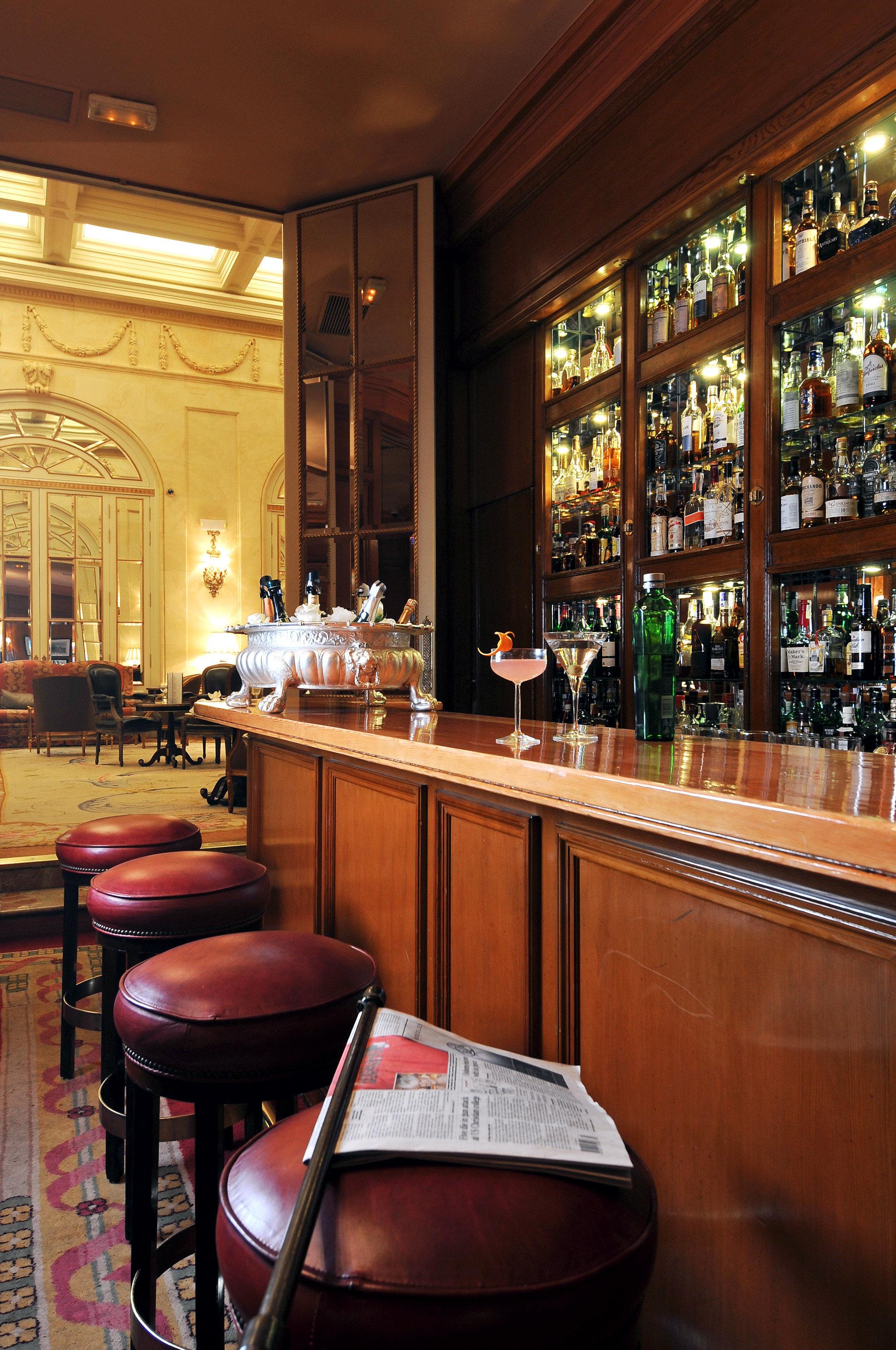 Bar Dining Drink Eat Elegant Historic Hotels Madrid Spain restaurant café coffeehouse