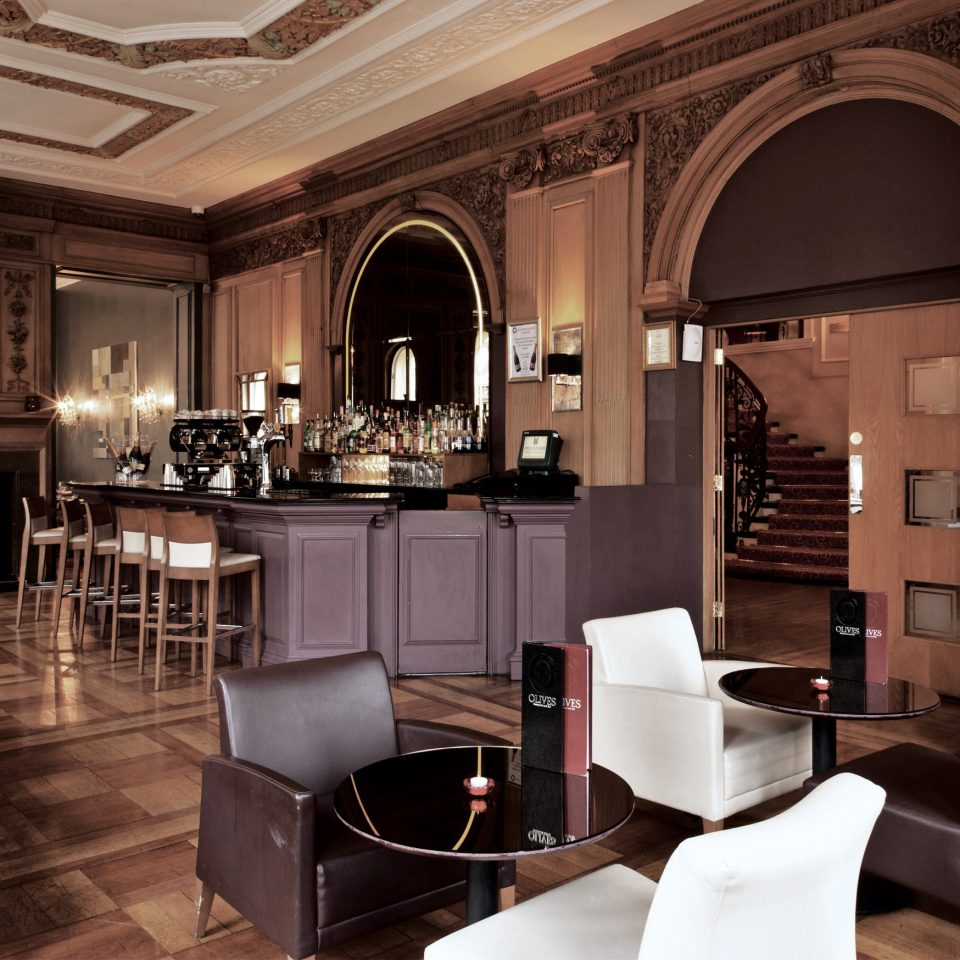 Bar Dining Drink Eat Elegant Hip Luxury Modern property living room home lighting Lobby mansion cabinetry restaurant