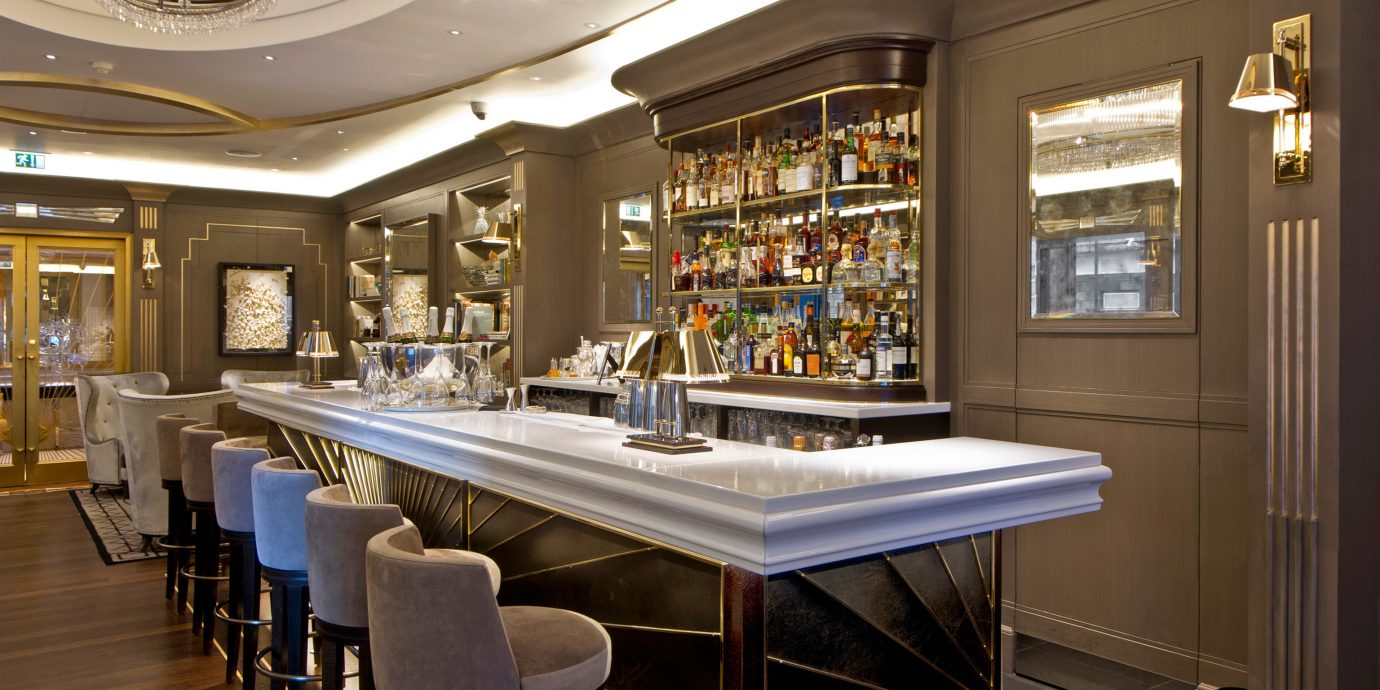 Bar Dining Drink Eat Luxury Modern restaurant home cabinetry Island