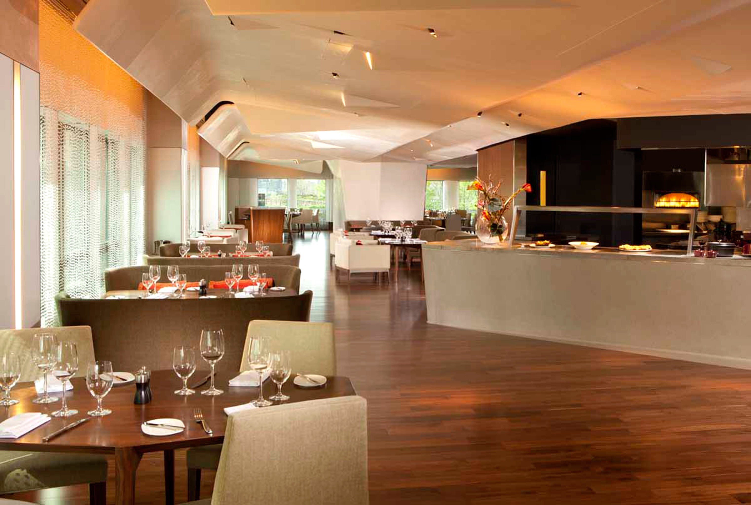 Bar Dining Drink Eat Luxury property restaurant Lobby café function hall hard Island