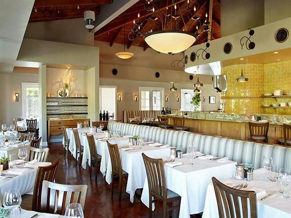 Bar Dining Drink Eat Wine-Tasting restaurant function hall ballroom set