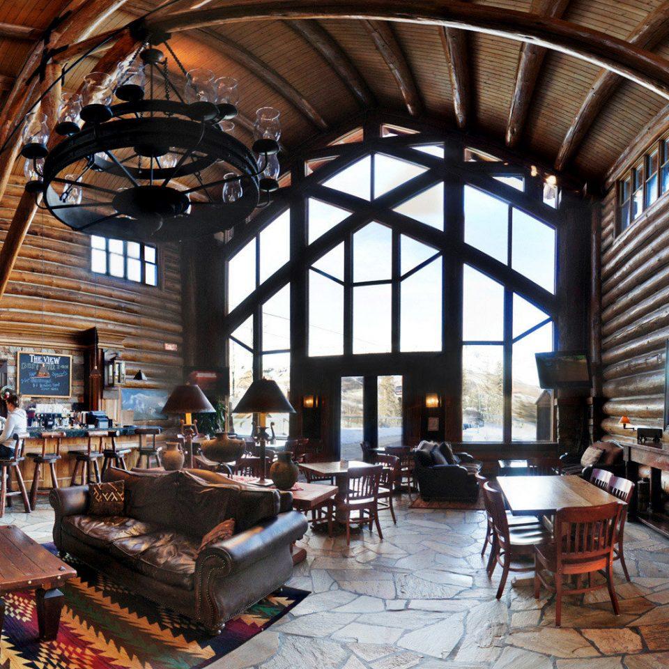 Bar Dining Drink Eat Lodge Scenic views building Lobby restaurant Resort living room