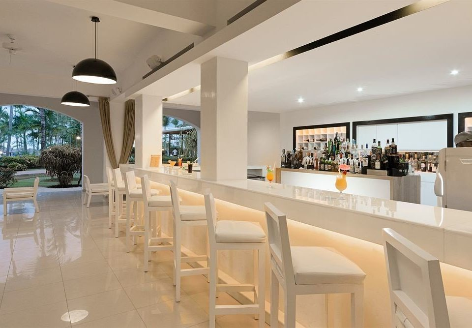 Bar Dining Drink Eat Elegant Scenic views property Lobby condominium white restaurant Resort convention center Island